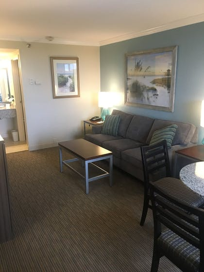 Living Area | Best Western Plus Siesta Key Gateway