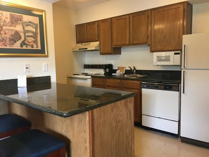In-Room Kitchen | Chase Suite Hotel Tampa