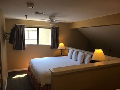 Guestroom | Chase Suite Hotel Tampa