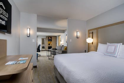 Guestroom | Fairfield Inn & Suites Fort Worth Downtown/Convention Center