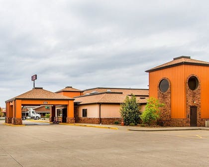 Exterior   Quality Inn And Suites