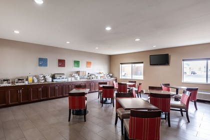 Breakfast Area | Comfort Suites University