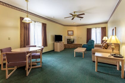 Living Area | Branson Towers Hotel