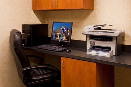 Business Center | Holiday Inn Express Hotel & Suites Lake Okeechobee