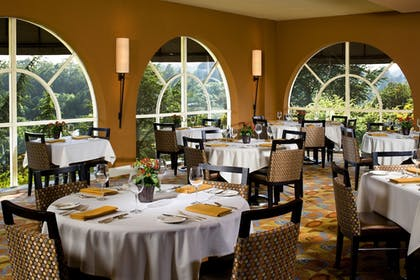 Restaurant | Chaminade Resort & Spa