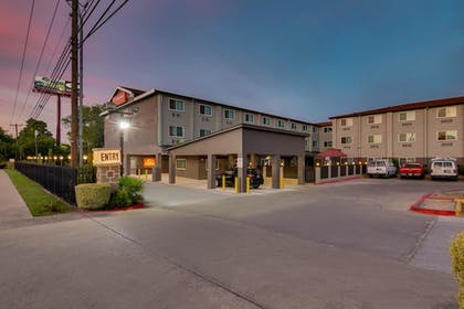 Hotel Entrance | Orangewood Inn & Suites Midtown