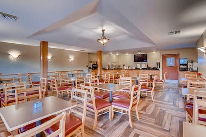 Breakfast Area | Orangewood Inn & Suites Midtown