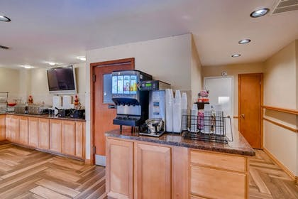 Coffee Service | Orangewood Inn & Suites Midtown