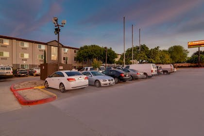 Parking | Orangewood Inn & Suites Midtown