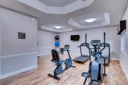 Fitness Facility | Orangewood Inn & Suites Midtown