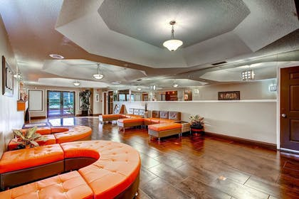 Lobby Sitting Area | Orangewood Inn & Suites Midtown