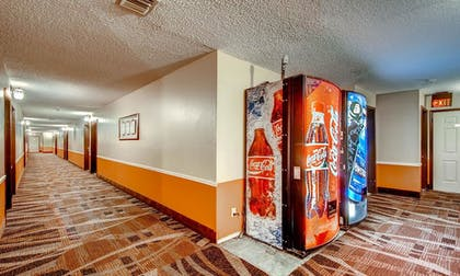 Vending Machine | Orangewood Inn & Suites Midtown