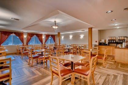 Family Dining | Orangewood Inn & Suites Midtown
