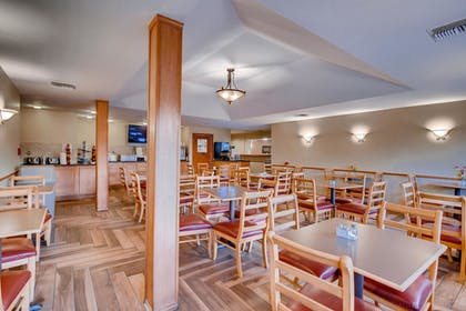 Dining | Orangewood Inn & Suites Midtown