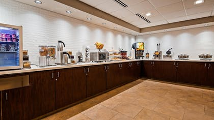 Breakfast Area | Best Western Plus Portland Airport Hotel & Suites