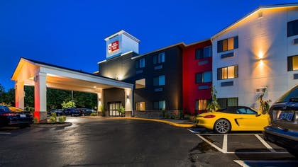 Hotel Front - Evening/Night | Best Western Plus Portland Airport Hotel & Suites