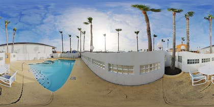 Outdoor Pool | South Padre Island Inn