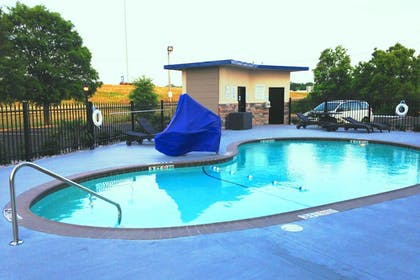 Outdoor Pool | Holiday Inn Express & Suites Jackson Downtown - Coliseum