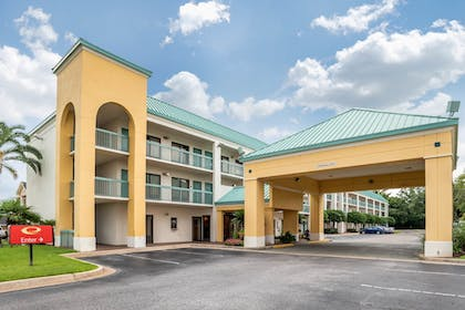 Front of Property | Econo Lodge Inn & Suites Foley