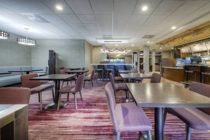 Dining | Courtyard by Marriott Raleigh Crabtree Valley