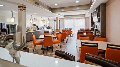 Breakfast Area | Best Western Plus Addison/Dallas Hotel