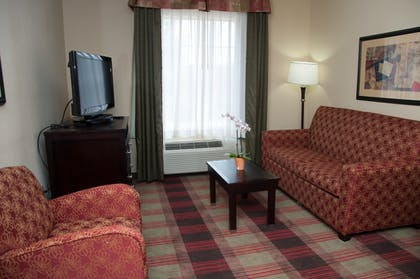 Living Area | Best Western Plus Addison/Dallas Hotel