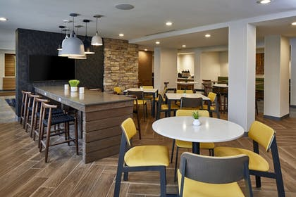 Breakfast Area | Fairfield Inn & Suites by Marriott Albany Airport