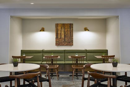 Restaurant | Fairfield Inn & Suites by Marriott Albany Airport