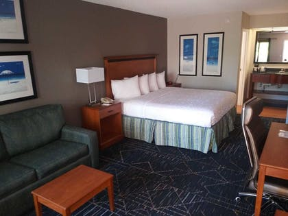 Guestroom | SureStay Plus Hotel by Best Western Clearwater Central