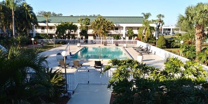 Outdoor Pool | SureStay Plus Hotel by Best Western Clearwater Central