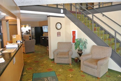 Reception | Quality Inn & Suites Mayo Clinic Area