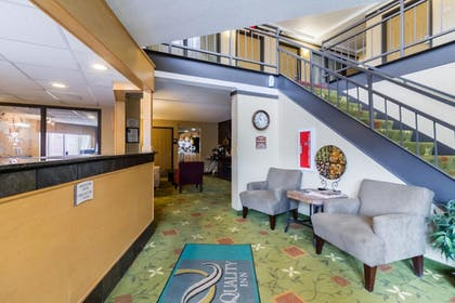 Lobby | Quality Inn & Suites Mayo Clinic Area