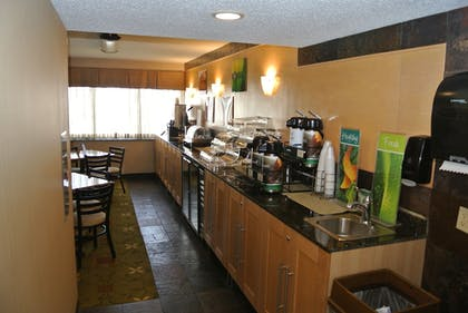 Breakfast Area | Quality Inn & Suites Mayo Clinic Area