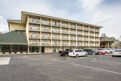 Exterior | Comfort Inn & Suites At Dollywood Lane