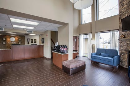 Lobby | Comfort Inn & Suites At Dollywood Lane