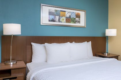 Guestroom | Fairfield Inn & Suites Victoria