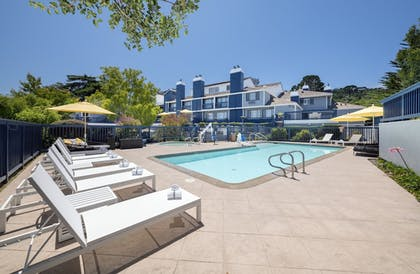 Outdoor Pool | Mariposa Inn & Suites
