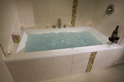 Deep Soaking Bathtub | The Madison Concourse Hotel and Governor's Club