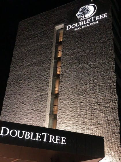 Hotel Front | DoubleTree by Hilton Toronto Airport West