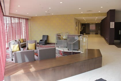 Lobby Sitting Area | DoubleTree by Hilton Toronto Airport West