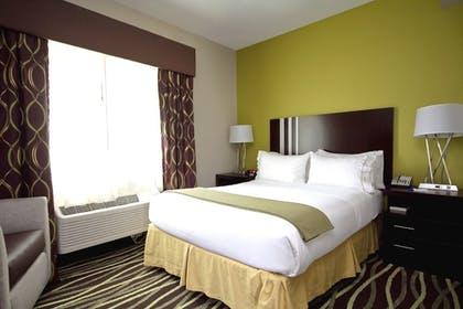 Guestroom | Holiday Inn Express Adrian