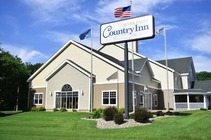 Hotel Front | Country Inn River Falls