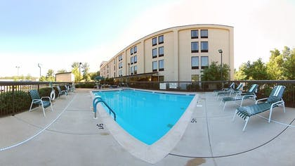 Outdoor Pool | Hampton Inn Manheim