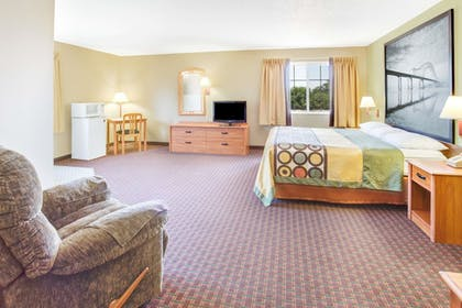 Guestroom | Super 8 by Wyndham Le Claire/Quad Cities