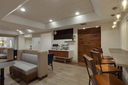Restaurant | Holiday Inn Express Orlando International Airport