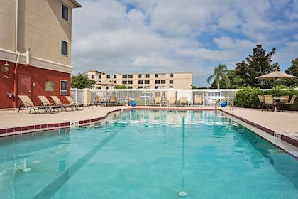 Pool | Holiday Inn Express Orlando International Airport