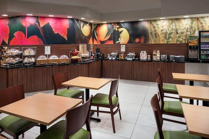 Breakfast Area | Fairfield Inn & Suites by Marriott Fort Collins/Loveland