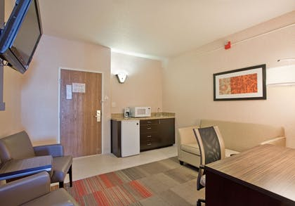 Living Area   Holiday Inn Express Hotel & Suites Beatrice