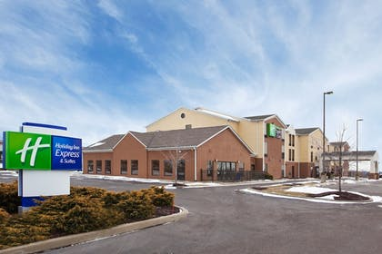 Exterior | Holiday Inn Express Hotel & Suites Cleveland-Streetsboro