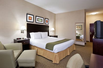 Guestroom | Holiday Inn Express Hotel & Suites Cleveland-Streetsboro